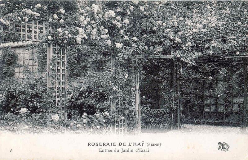 030©-6-ROSERAIE-DE-LHAY-SEINE-Entrée-du-jardin-dessai_wp