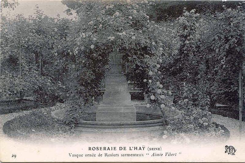 110©-29-ROSERAIE-DE-LHAY-Vasque-ornée-de-Rosiers_wp