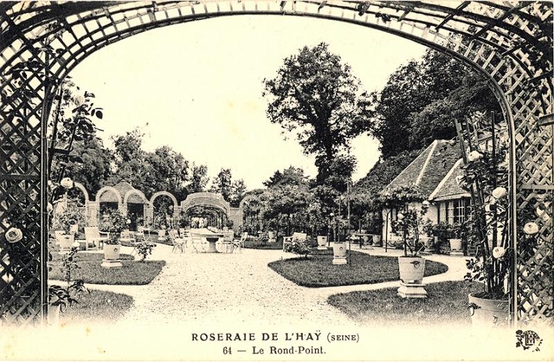 271-1©-64-ROSERAIE-DE-LHAY-SEINE-Le-Rond-Point_wp