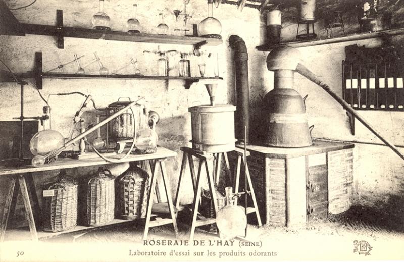 287@-50-ROSERAIE-DE-LHAY-SEINE-Laboratoire-dessai-sur-les-produits-colorants_wp