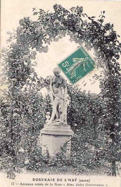 144-1©-17-ROSERAIE-DE-LHAY-LES-ROSES-SEINE-Arceaux-ornés-de-la-Rose-Mme-Jules-Gravereaux_wp